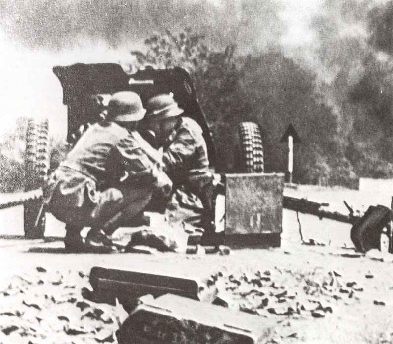 German 3.7cm PAK 36 in action at the Russian front