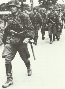 Junior officer followed by soldiers of LAH