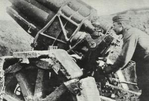 Preparation of a German heavy artillery gun