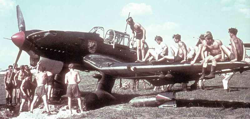 ground crew of a Stuka dive-bomber