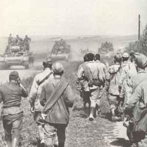 German tanks advancing, Russian PoWs flow back