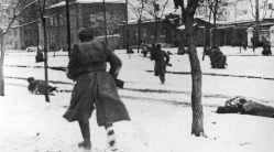 Russian riflemen advance into Rostov