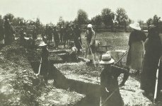 Italian women dig trenches