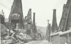 Oil rigs in Baku in 1918