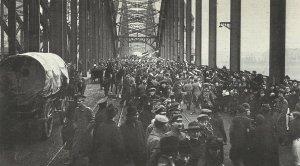 German troops marching back on the Rhine bridge