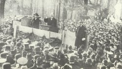Karl Liebknecht speaks to the people