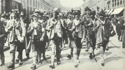 Volunteers from Upper Bavaria march into Munich