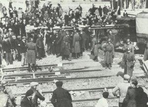 Vichy police vs strikers