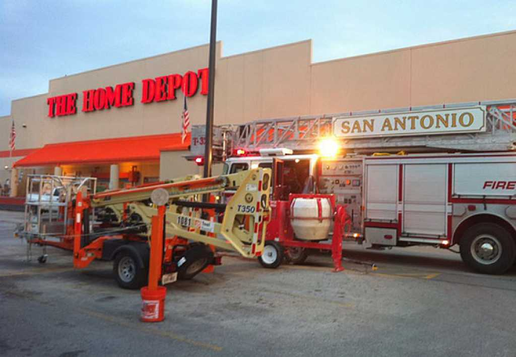 Twoalarm fire damages home improvement store  San Antonio ExpressNews