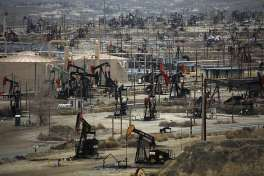 Oil wells in the Midway-Sunset oil field in Fellows (Kern County). Monterey Shale, largely untouched territory near Midway-Sunset, could represent the future of California's oil industry and a potential arena for conflict between drillers and the state's powerful environmental interests. Photo: Jim Wilson, New York Times