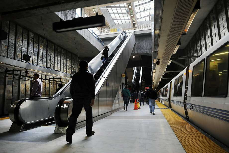 An outbound train leaves the platform at the Glen Park BART station in San Francisco, CA, on Thursday, December 18, 2014. Photo: Michael Short, Special To The Chronicle