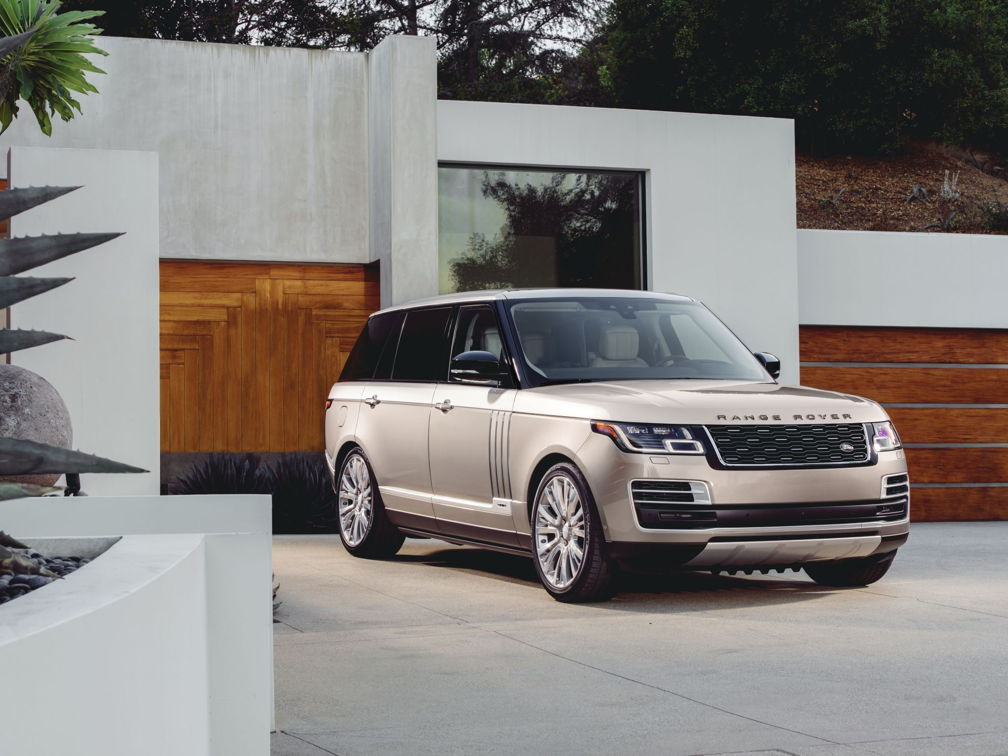 Land Rover reveals its latest model Range Rover SVAutoiography