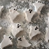 Halloween Treats: Homemade Marshmallow Ghosts