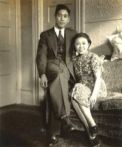 Les grands-parents de Sonia, Toshiko Nakamura (à gauche) et Naok (à droite), dans leur appartement de San Francisco à Union St, 1937.