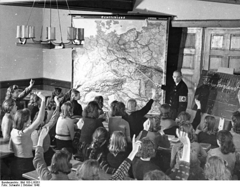 Photo Evacuated German children in a class at a