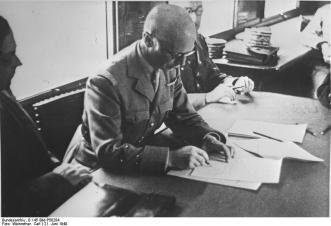 Compiègne, 21. Juni 1940. General Huntzinger beim Waffenstillstand/Unterzeichnen.