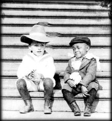Quentin_Roosevelt_and_his_playmate_Rosewell_Flower_Pinckney_1902