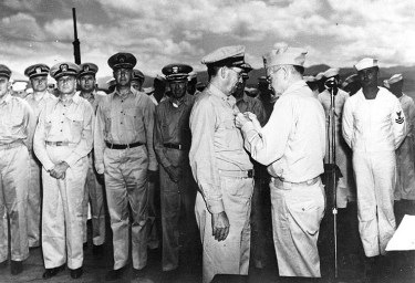 Rear_Admiral_Willis_A._Lee_is_presented_with_the_Navy_Cross