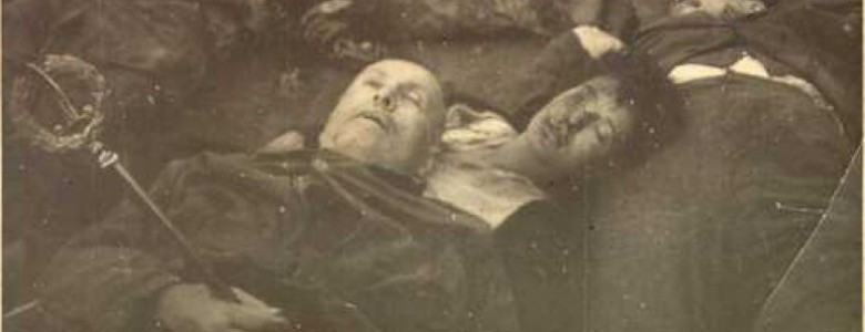 The death of Benito Mussolini and his mistress Clara