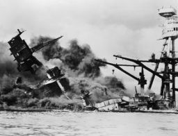 uss_arizona_burning_sinking