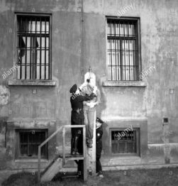 prague-october-23rd-1946-public-execution-of-german-general-kurt-daluege-bx588y