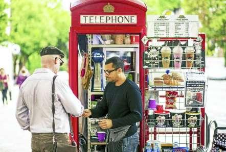 Afbeeldingsresultaat voor cell phone street london