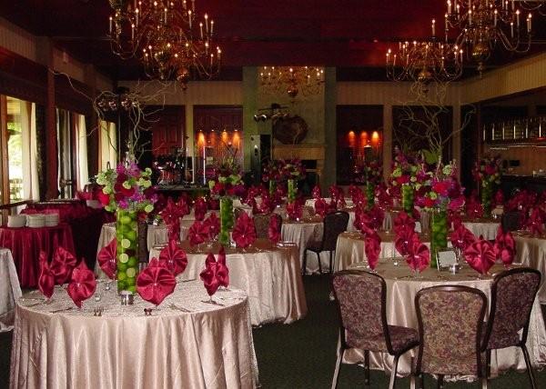 Centerpieces Burgundy Wedding Reception Photos Wedding Reception Pictures Weddingwire Com