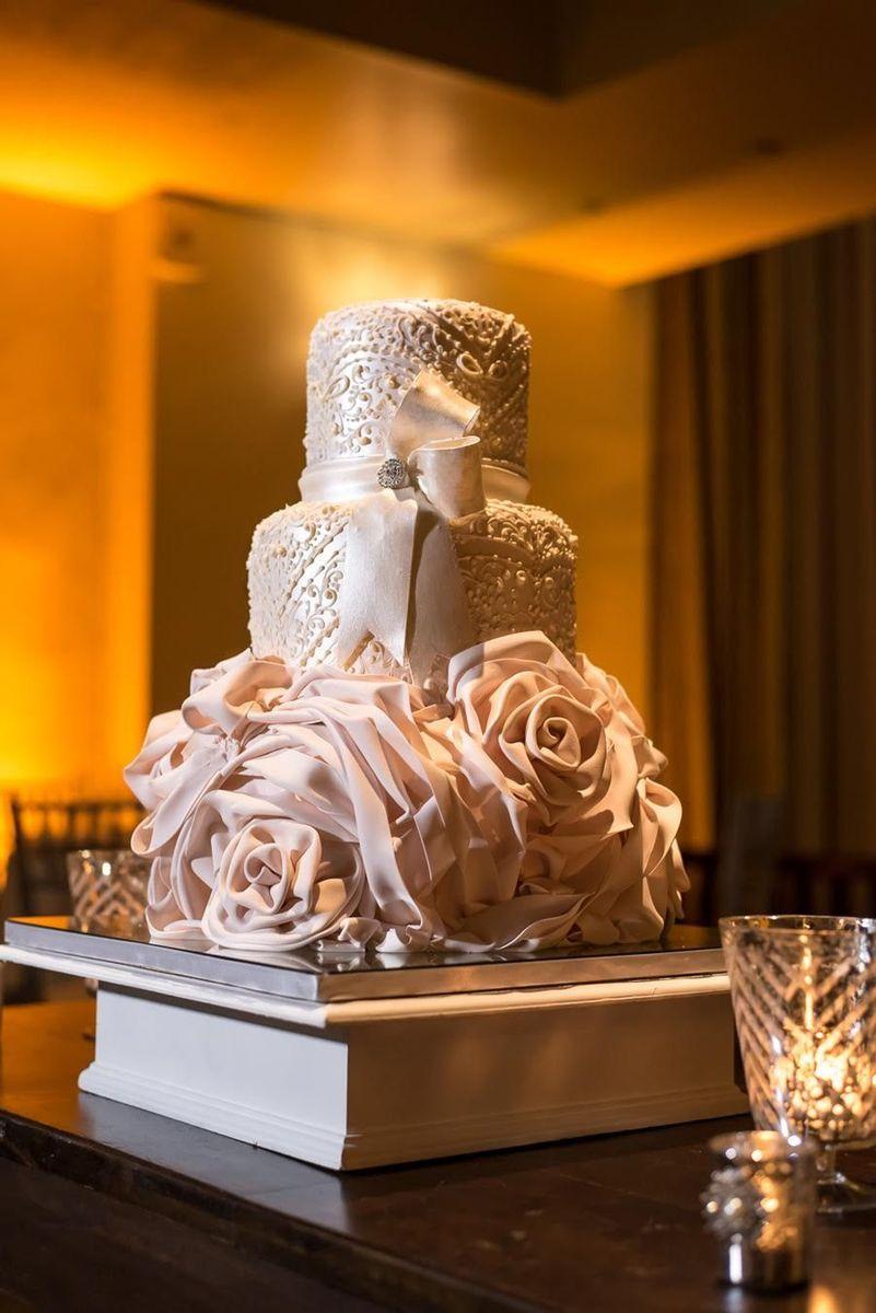 CM Contemporary Master Cake Designers  Wedding Cake