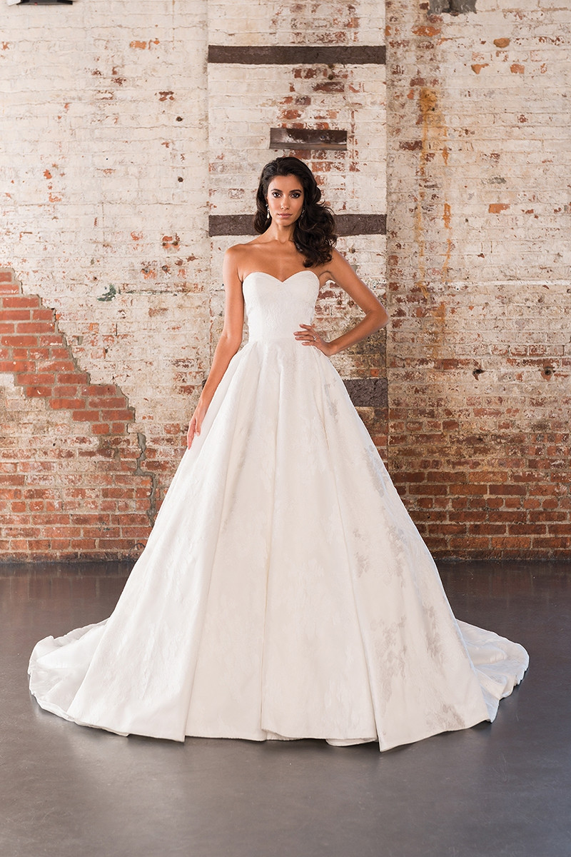 9858 Ball Gown Wedding Dress by Justin Alexander Signature  WeddingWirecom