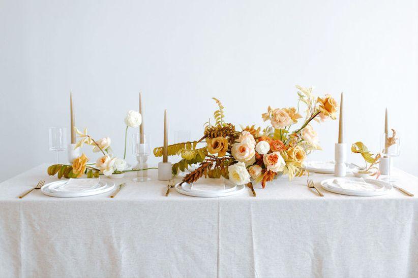 современный осенний свадебный центр с бледно-желтыми и оранжевыми цветами