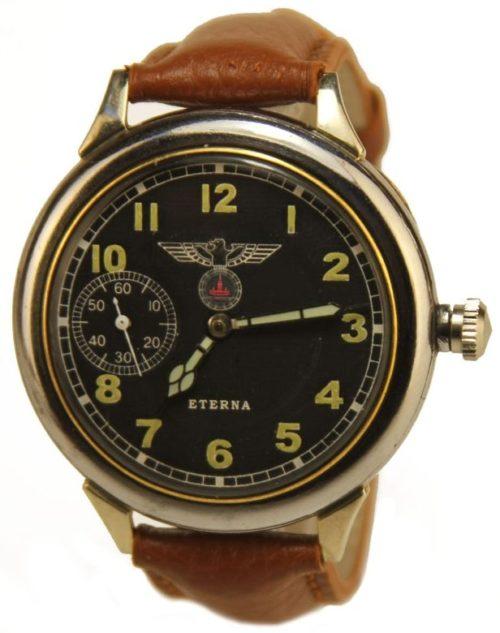 Немецкие трофейные часы – мечта каждого солдата.