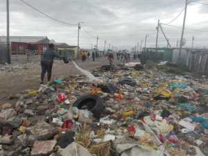 Read more about the article City plays blame game over heaps of rubbish in Cape Town's Marikana settlement