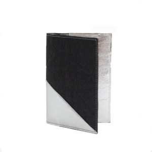 Delia Piñatex Passport Cover Silver