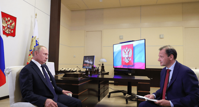 Russian President Vladimir Putin gives an interview to Rossiya 24 TV Channel at the Novo-Ogaryovo state residence outside Moscow on August 27, 2020. Mikhail Klimentyev / SPUTNIK / AFP