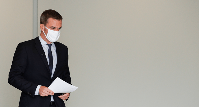 French Health Minister Olivier Veran wearing a protective mask arrives before addressing media representatives during a press conference at The Ministry of Health in Paris on September 17, 2020, on the situation of the novel coronavirus (Covid-19) in France. GEOFFROY VAN DER HASSELT / AFP