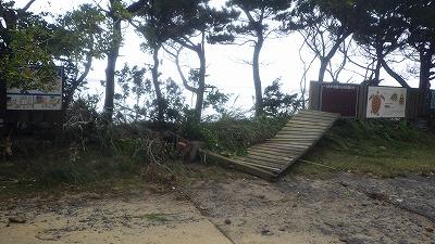 c:2018年9月下旬に通過した台風 24号による高波で一部崩壊