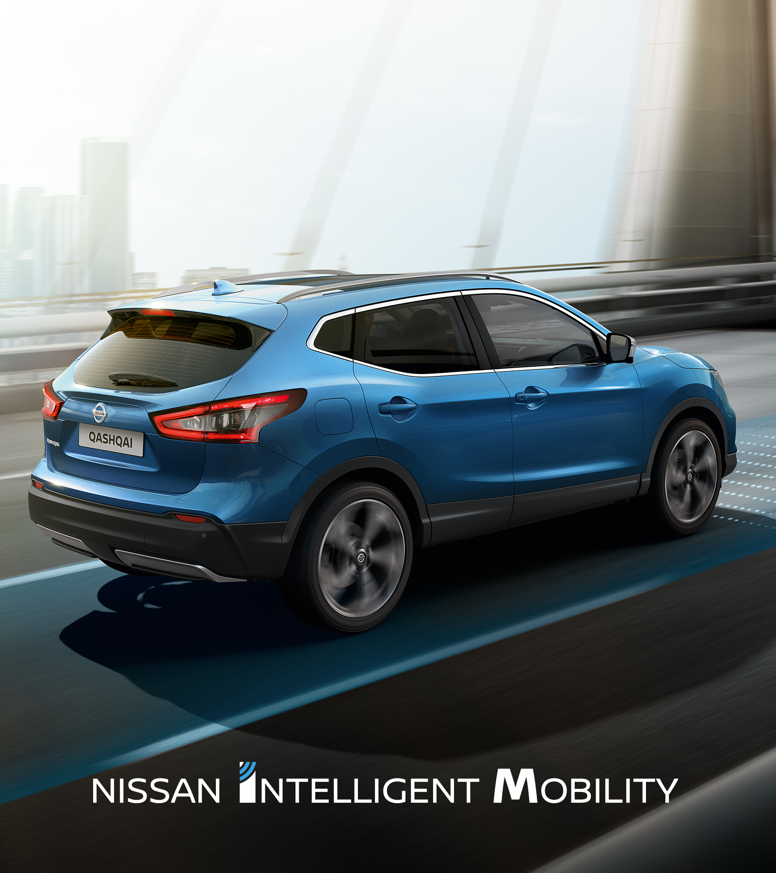 hight resolution of nissan qashqai circulant en ville avec logo nissan intelligent mobility