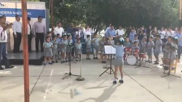 Un video publicado en Facebook y Twitter se volvió viral rápidamente porque muestra a la orquesta musical del jardín de niños Horacio Terán mientras lucen su talento y gusto por la música. (Foto: captura de pantalla)