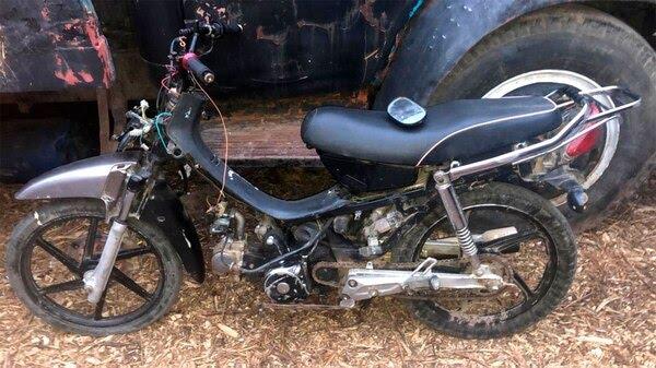 La moto en la que presuntamente se movilizaron los sospechosos