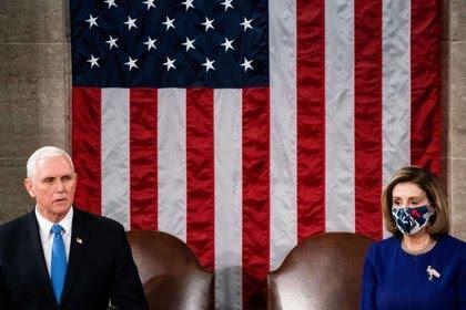 El vicepresidente Mike Pence y la líder de la Cámara de Representantes, Nancy Pelosi. La demócrata le exige al republicano que inicie el proceso de impeachment contra Donald Trump por el ataque al Capitolio del miércoles pasado (Europa Press)
