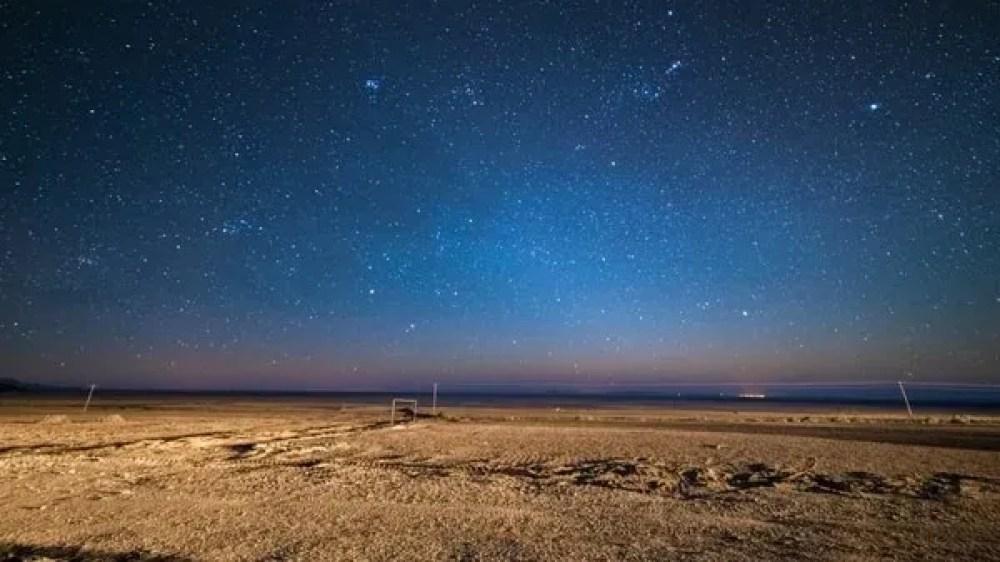 Sus extrañas formaciones rocosas y las dunas del Valle de la Luna hacen que este lugar sea ideal para la contemplación de las estrellas (iStock)