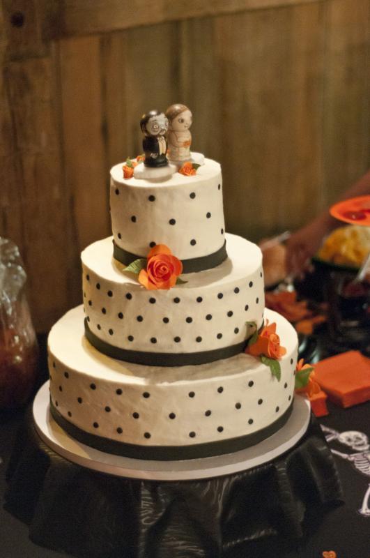Halloween Wedding Cake  Weddingbee Photo Gallery