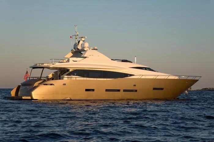 Yacht KEROS ISLAND 95 FX Yachts Motor Yacht