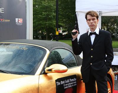 James Bond (Gunnar Schäfer) Berns goldmässa  för James Bond museet