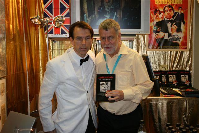 Här kommer Björn Hellberg förbi för ett signerat ex. av James Bond alias Gunnar Schäfer