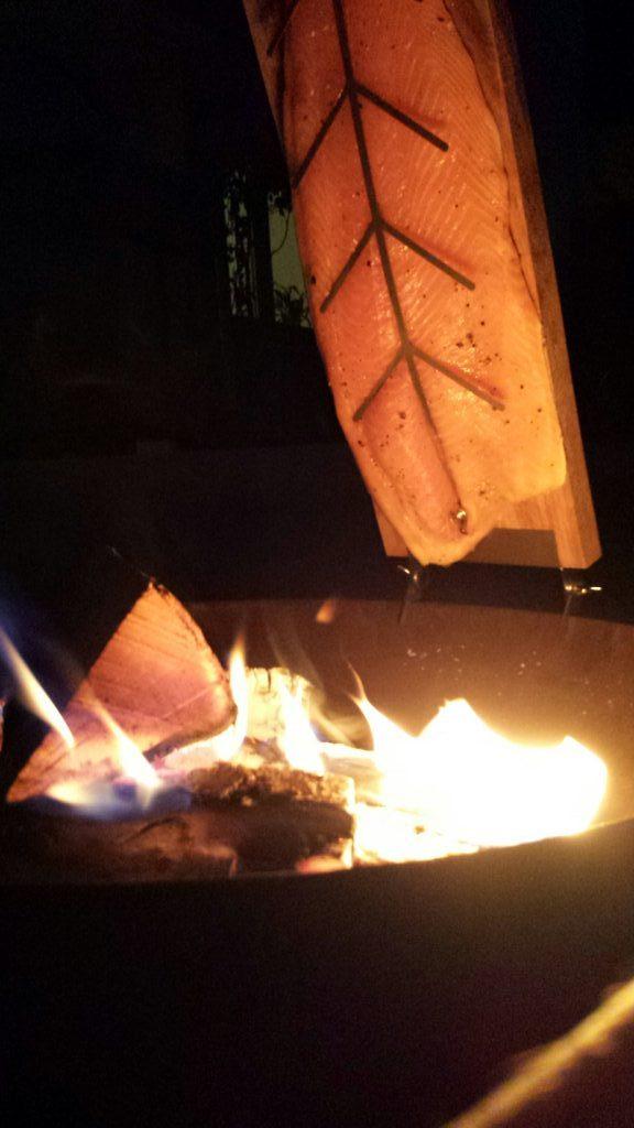 Flammlachs auf der Feuerschale