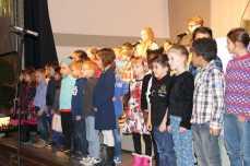 Der Kinderchor singt die Jubiläums-Hymne zum Auftakt. Foto: J. Lehmann