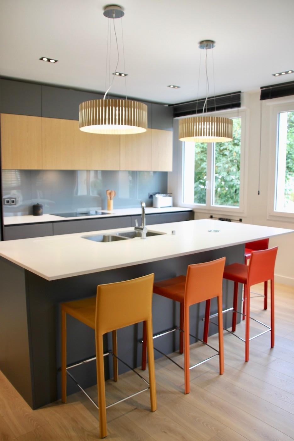 cuisine moderne avec ilot blanc bois