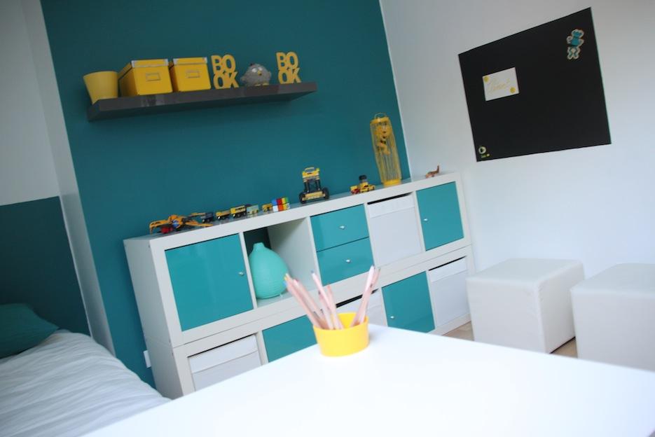 chambre denfant jaune et bleu chambre ika