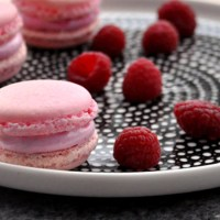 Makroner med bringebær-marshmallows